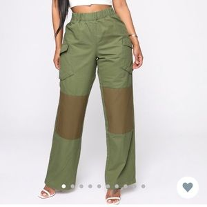 Fashion Nova Cargo Green Pants Medium